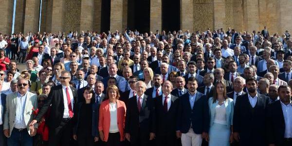 Kemal Kılıçdaroğlu başkanlığındaki CHP heyeti Anıktabir'de