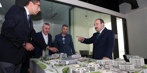Bakan Mustafa Varank'tan Gebze'deki Bilişim Vadisi'ne inceleme