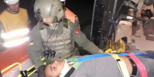 Siirt'teki trafik kazasında yaralıları hastaneye askerler taşıdı