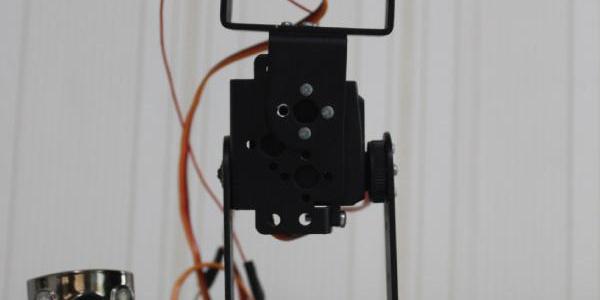 Engelliler artık robotla işaret diliyle konuşacak