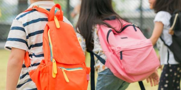 """Okula gidecek çocuklarla ilgili  """"ergonomik çanta"""" uyarısı"""