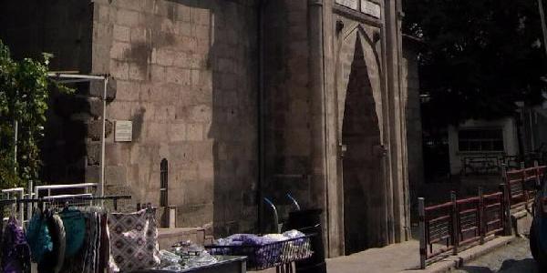 Kayseri'de 586 yıllık Hatuniye Medresesi, yeni kiracılarını bekliyor