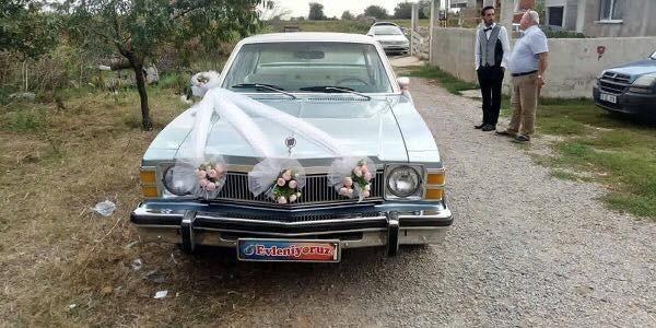 Belediye Başkanı klasik otomobilini gelin arabası yaptırdı