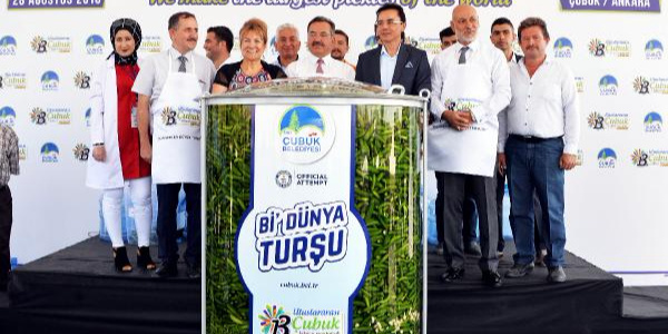 Ankara Çubuk'ta1,5 tonluk turşu ile rekor denemesi