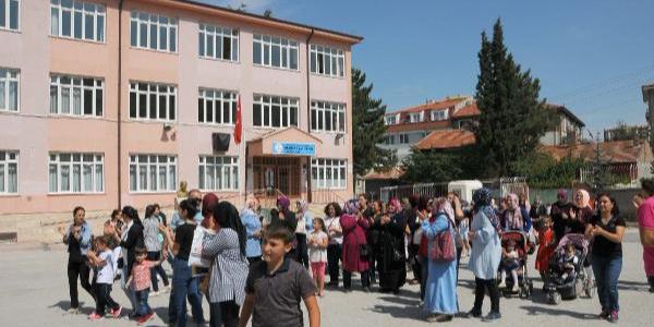 Eskişehir'de velilerden tekli eğitime karşı eylem