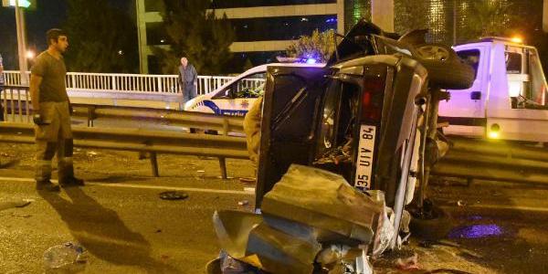 İzmir Bayraklı'da aynı yerde iki kaza : 1 ölü, 4 yaralı