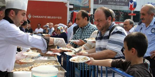 Sinoplular Ümraniye'deki festivalde 2 ton mantı ikram etti