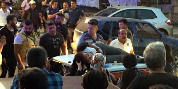 Isparta'da motosikletteki kadın otomobilin tavanına düştü