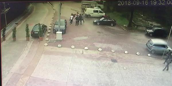 Sakarya Hendek'te düğün salonu önünde silahlı kavga: 2 yaralı