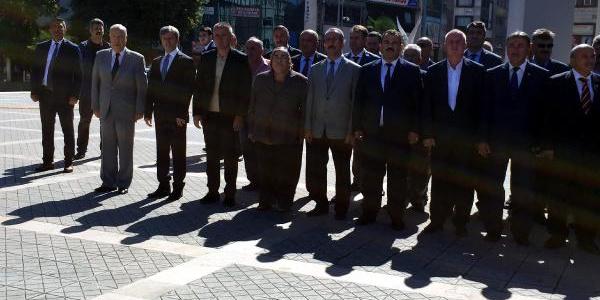 Zonguldak'ta kendisi gelmeden başlayan programa validen tepki