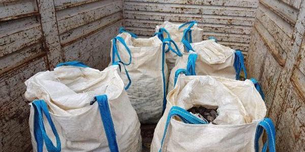 Polis kıyafeti giyip durdurdukları TIR'dan 5 milyon TL'lik madeni çaldılar