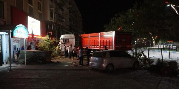 Tunceli'de TIR dehşeti: 7 aracı kullanılmaz hale getirdi