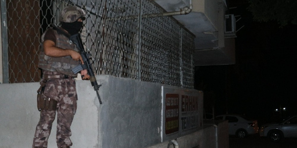 Adana'da karısını vuran şahsın evine Özel Harekat operasyonu