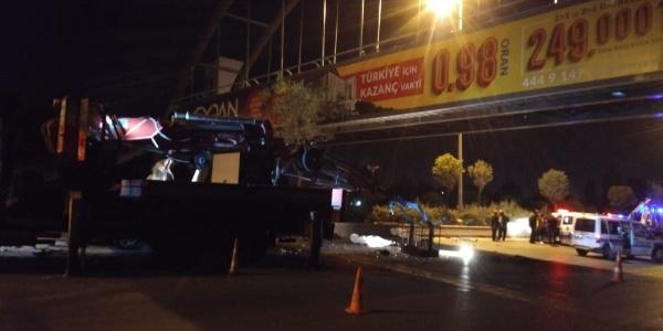 Ankara'da vincin sabitleme ayağına çarpan otomobildeki 3 kişi öldü