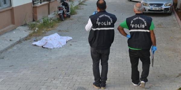 Adana'da 4. kattan atlayan kadın hayatına son verdi