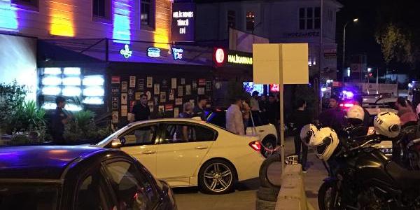 Kadıköy'de eğlence mekanını savaş alanına çevirdiler: 1 yaralı