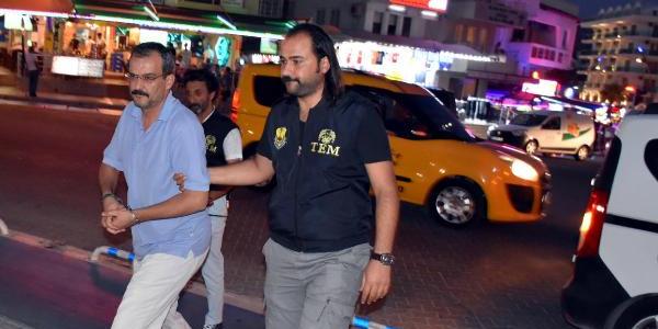 Polis valizlerden şüphelendi FETÖ zanlısı öğretmen yakayı ele verdi