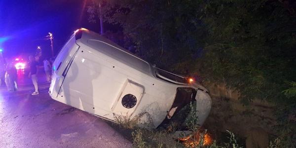Sakarya'da caddede dönüş yapan araç yüzünden 1'i çocuk 4 yaralı