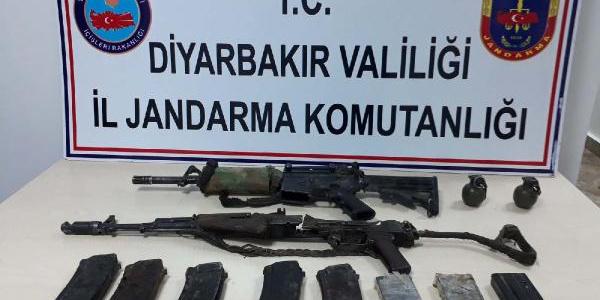 Diyarbakır'da Lice'de 2 terörist silahlarıyla birlikte ölü ele geçirildi