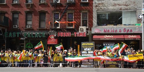 ABD'deki İranlılardan İran Cumhurbaşkanı Ruhani'ye protesto