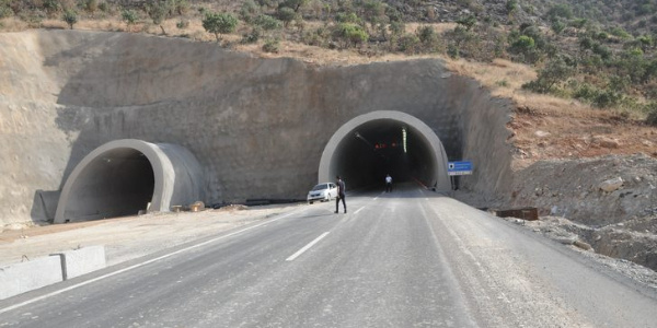 Şırnak ile Cizre arası yapımı 21 yıl süren tünelle 15 dakikaya indi