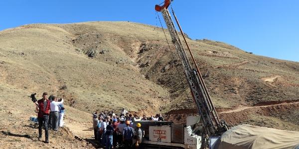 Divriği'deki altın arama sahasına  CHP'li vekiller çıkarma yaptı