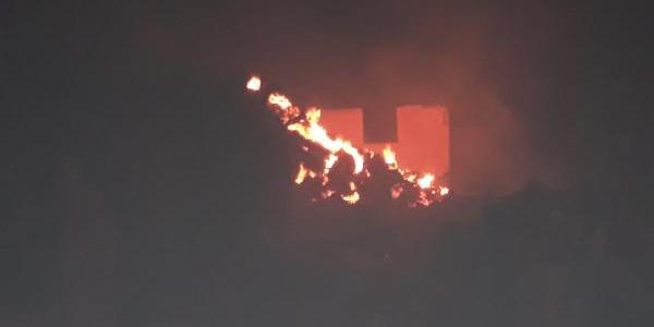 Çorum'un Bayat ilçeside yangın: 2 ev, 1 ambar, 1 samanlık ve 10 ton buğday kül oldu
