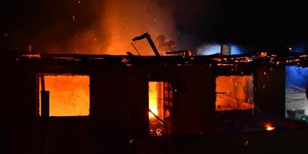 Tokat Erbaa'da iki katlı ev ile kurutulan bir ton tütün kül oldu
