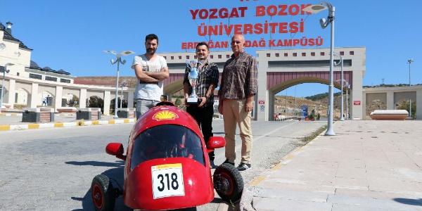 Bozok Üniversitesi öğrencileri 1 liraya 180 kilometre giden yerli araç yaptılar