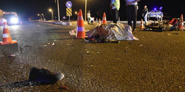 Malatya'da otomobil ile çarpışan motosikletteki 2  kişi öldü