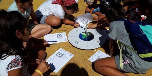 Marmaris'te 72 öğretmen ve 4300 öğrenci dünyanın çevresini ölçtü