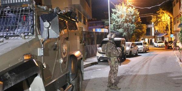 Beyoğlu'nda narkotik ekipleri koçbaşı ile kapıları açtı
