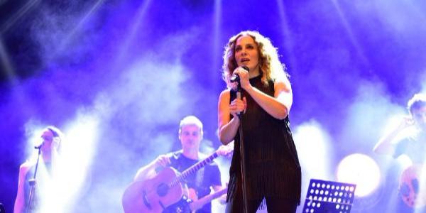 Adana Film Festivali'nde Sertap Erener fırtınası esti