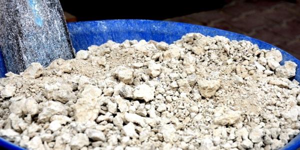 Sarıgöl'de pekmez toprağını kilosu  2.50 TL'den satıyorlar