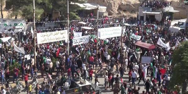 Muhaliflerin kontrolündeki yerlerde Suriye rejimine büyük tepki