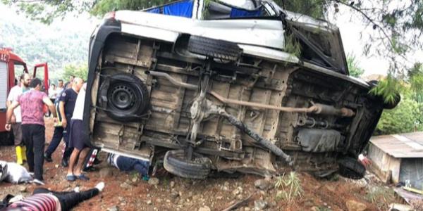 Kemer'deki kazada 3 Romen turist hayatını kaybetti