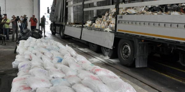 Bulgaristan polisi İran plakalı kamyonlarda 712 kilo eroin ele geçirdi