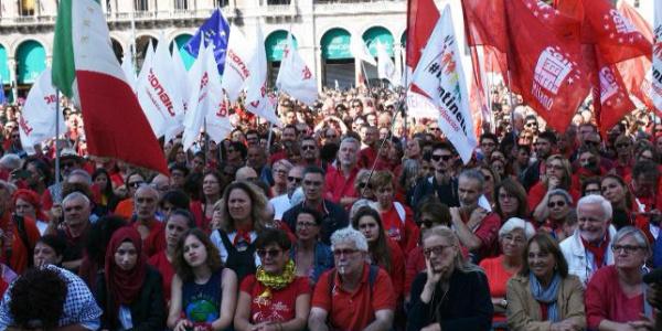 İtalya'da binlerce kişi ırkçılık ve yabancı düşmanlığın protesto etti