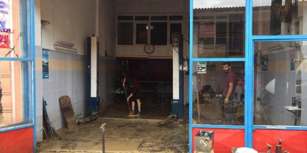 Sakarya Kaynarca'daki sel felaketinin zararı büyük