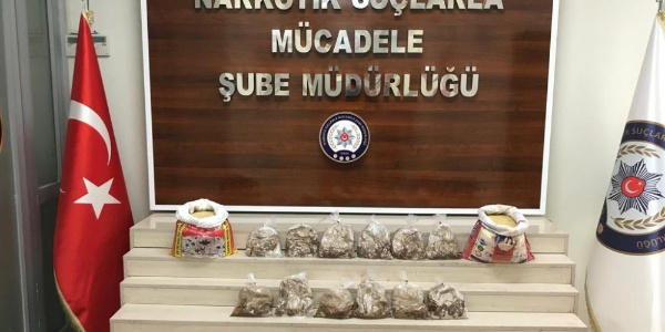 Van'da polis uçağa yüklenecek pirinç çuvalından 6 kilo uyuşturucu çıkardı
