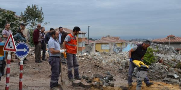 Üsküdar'da cami yıkmaya giden ekiplerle vatandaş arasında gerilim