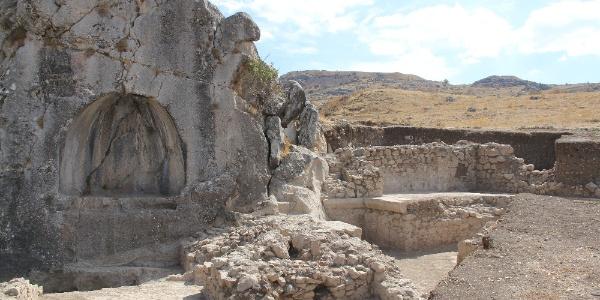 Çorum'un Hattuşa bölğesinde Romalılara ait havuz ve veranda bulundu