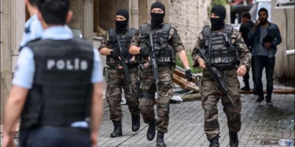 İzmir'de terör örgütü PKK'ya büyük operasyon: 21 gözaltı