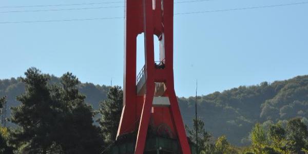 Maden işçilerinin 50 metrelik kulede alacak eylemi