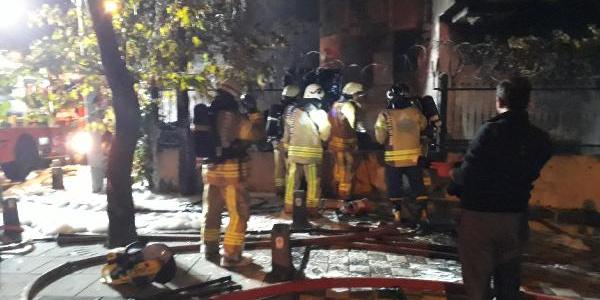 Kozmetik imalathanesindeki yangın mahalleye kabusu yaşattı