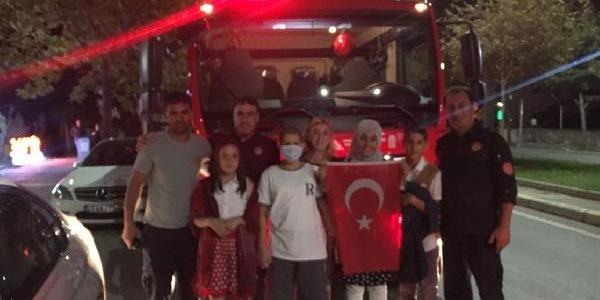 Elazığ'da itfaiyeden lösemi hastası Umutcan'a doğum günü sürprizi