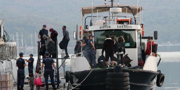 Sahil Güvenlik Fethiye'de denize açılan 93 kaçak göçmen yakaladı
