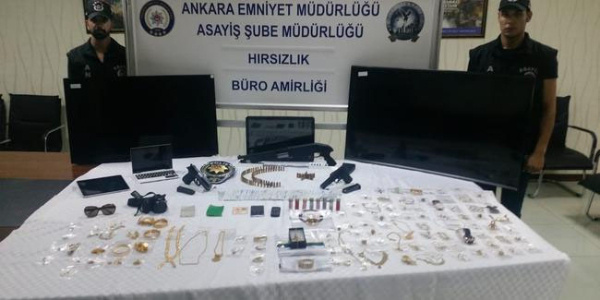 Ankara'da girdikleri 2 evden 160 bin lira çalan kadınlar yakalandı