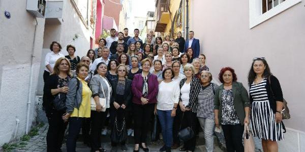 İzmir'de CHP'li kadınlardan İsmet İnönü'ye doğduğu evde destek