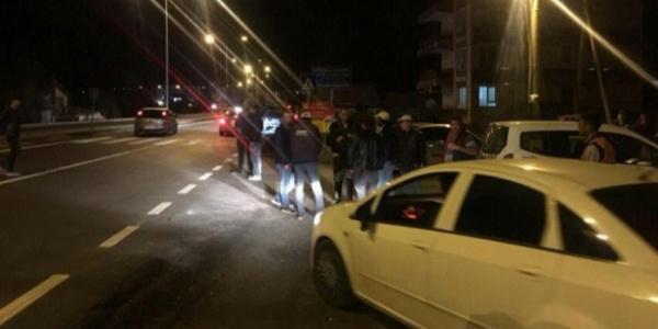 Otobüs durağında otomobilin çarptığı üniversite öğrencisi kurtarılamadı